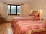 The twin bedroom in Waterside Cottage